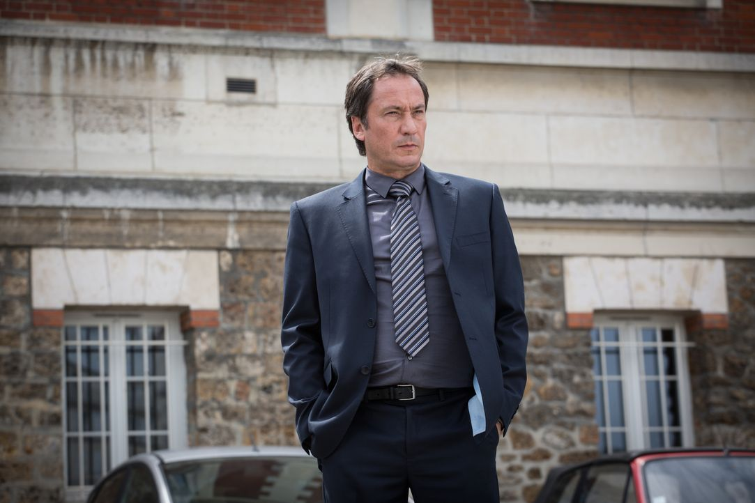 Argos Anwalt Guillaume Garnier (Eric Poulain) droht damit, dass sein Mandant bald freikommen könnte - doch was bedeutet dies für Adèle? - Bildquelle: Eloïse Legay 2017 BEAUBOURG AUDIOVISUEL