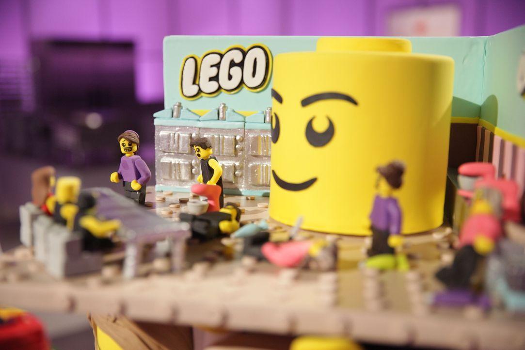 """Welcher """"LEGO"""" Kuchen wird die Jury überzeugen, bei einem großen """"LEGO"""" Shop Fest präsentiert werden und dem Bäcker $10000 einbringen? - Bildquelle: 2015, Television Food Network, G.P. All Rights Reserved"""