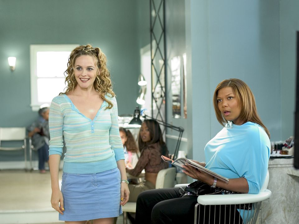 Lynn (Alicia Silverstone, l.) und Gina Norris (Queen Latifah, r.) erleben so einiges im Beauty Shop ... - Bildquelle: 2005 METRO-GOLDWYN-MAYER PICTURES INC. ALL RIGHTS RESERVED.