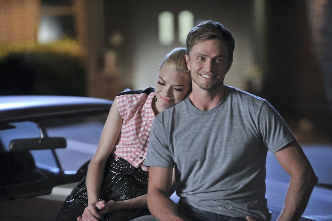 Werden Wade (Wilson Bethel, r.) und Lemon (Jaime King, l.) endlich glücklich? - Bildquelle: 2014 Warner Brothers