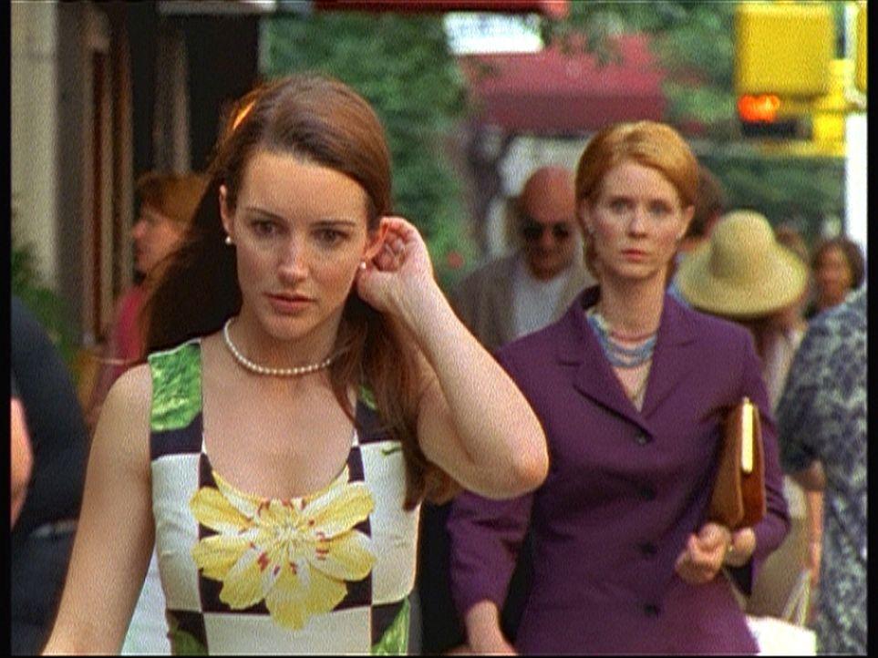 Miranda (Cynthia Nixon, r.) ist schwanger und will das Kind abtreiben lassen. Als Charlotte (Kristin Davis, l.) davon erfährt, die verzweifelt versu... - Bildquelle: Paramount Pictures