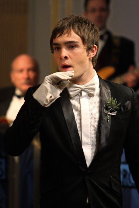 Chuck (Ed Westwick) hat ein Auge auf Blair geworfen, die jedoch auf dem Ball mit ihrem Ex-Freund auftaucht ... - Bildquelle: Warner Brothers