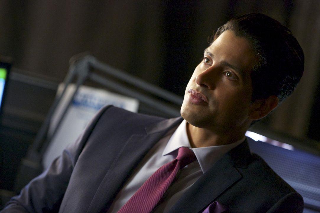 Preston (Adam Rodriguez) bettelt bei Jamie um Vergebung, nachdem diese ihn tatsächlich auf dem Sex-Tape von Lee Anne entdeckt hat ... - Bildquelle: 2013 CBS BROADCASTING INC. ALL RIGHTS RESERVED.