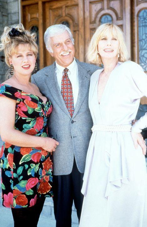 Dr. Sloan (Dick Van Dyke, M.) freut sich mit seiner alten Bekannten Irene (Sally Kellerman, r.) und ihrer Rivalin Marilyn (Victoria Jackson, l.). - Bildquelle: Viacom