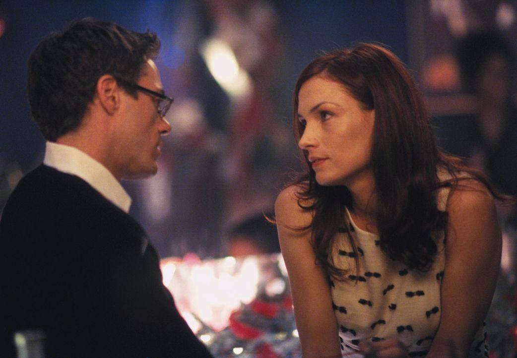Als seine Ex-Freundin Jamie (Famke Janssen, r.) plötzlich bei Larry (Robert Downey Jr., l.) auftaucht, beginnt bei Ally die Eifersucht zu brodeln ... - Bildquelle: 2000 Twentieth Century Fox Film Corporation. All rights reserved.