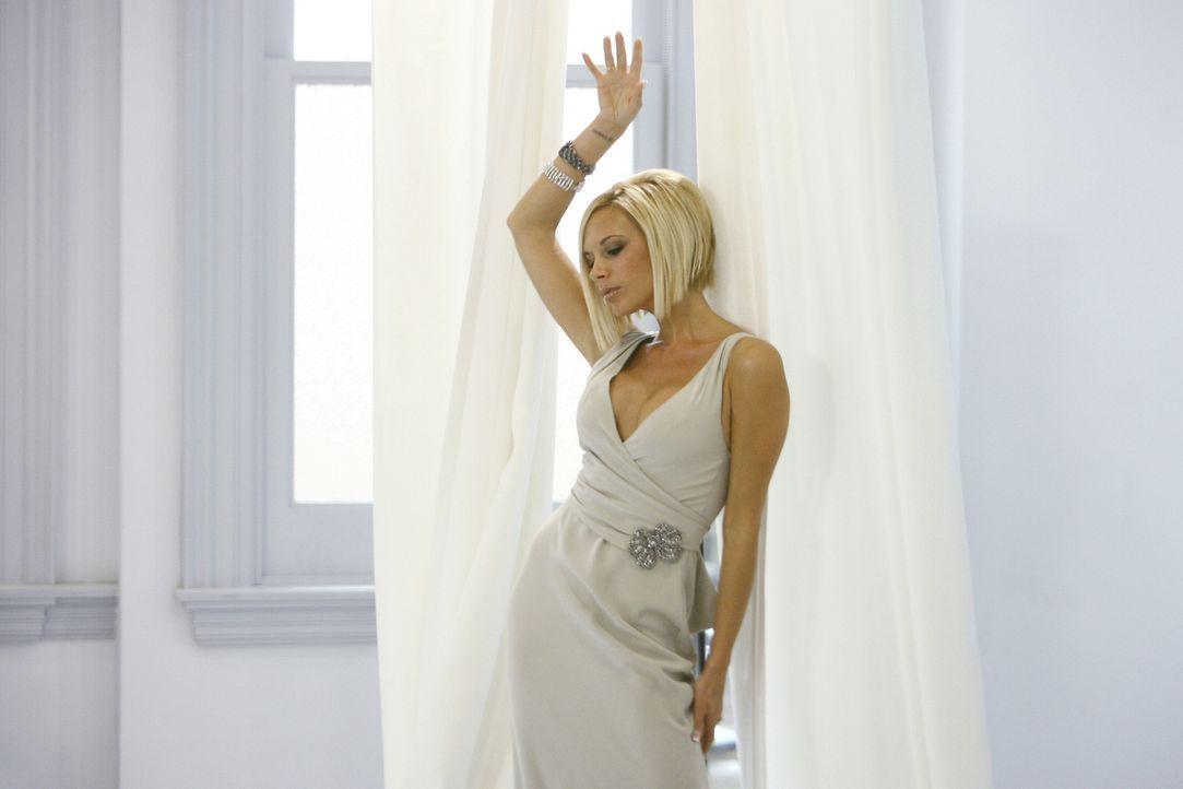 Brautjungfer Victoria Beckham (M.) entzieht der Braut alle Aufmerksamkeit. Das lässt Wilhelmina nicht länger zu ... - Bildquelle: Buena Vista International Television