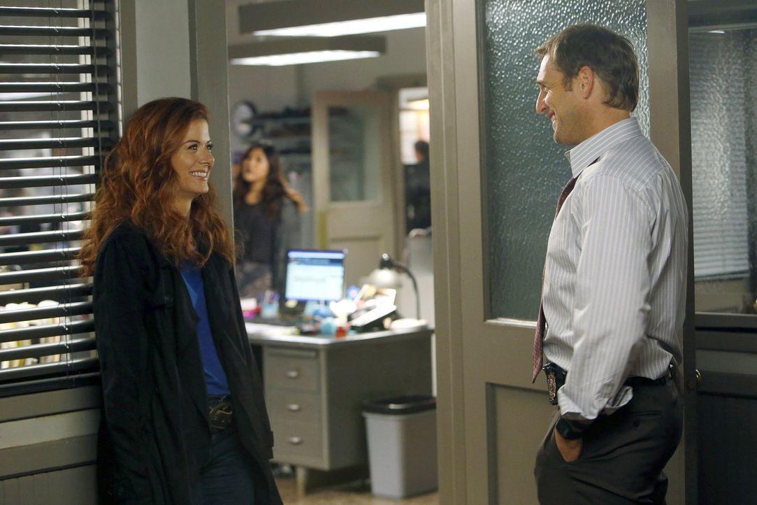 Bei den Ermittlungen in einem neuen Mordfall werden Laura (Debra Messing, l.) und Jake (Josh Lucas, r.) mit ihrer Vergangenheit konfrontiert ... - Bildquelle: Warner Bros. Entertainment, Inc.