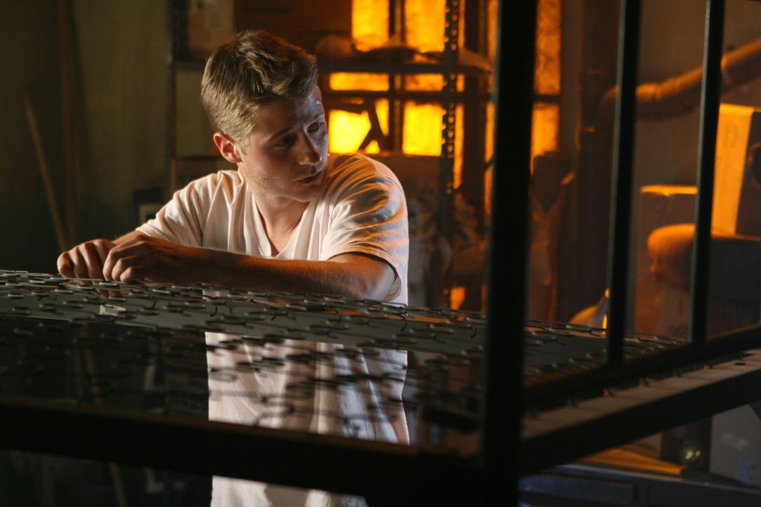 Fünf Monate sind vergangen, seit Marissa in Ryans Armen gestorben ist. Ryan (Benjamin McKenzie) ist mittlerweile aus dem Poolhaus ausgezogen und ve... - Bildquelle: Warner Bros. Television