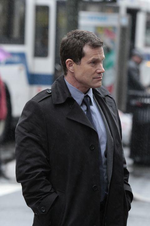Bei den Ermittlungen in einem neuen Mordfall trifft Detective Al Burns (Dylan Walsh) auf seine Ex-Freundin Carrie Wells ... - Bildquelle: 2011 CBS Broadcasting Inc. All Rights Reserved.