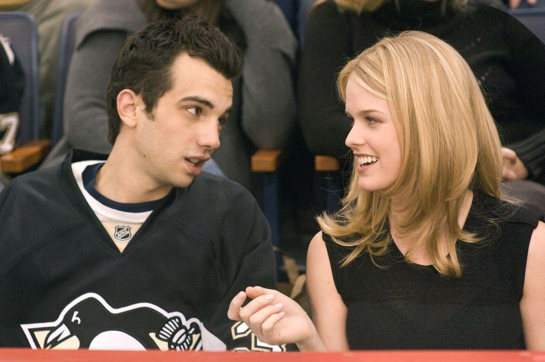 Bei ihrem ersten Date: Kirk (Jay Baruchel, l.) und Molly (Alice Eve, r.). - Bildquelle: 2009 DREAMWORKS LLC. All Rights Reserved.