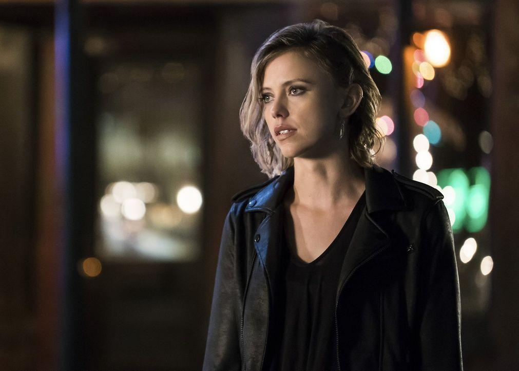 Als Freya (Riley Voelkel) erkennt, wie mächtig das Hollow zu sein scheint, setzt sie alles daran, um ihre Familie zu beschützen, doch wie lange wird... - Bildquelle: 2016 Warner Brothers