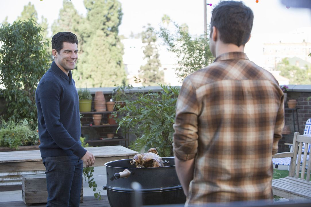 Während Schmidt (Max Greenfield, l.) von seiner Idee überzeugt ist, hat Nick (Jake Johnson, r.) doch ein paar Zweifel ... - Bildquelle: 2014 Twentieth Century Fox Film Corporation. All rights reserved.