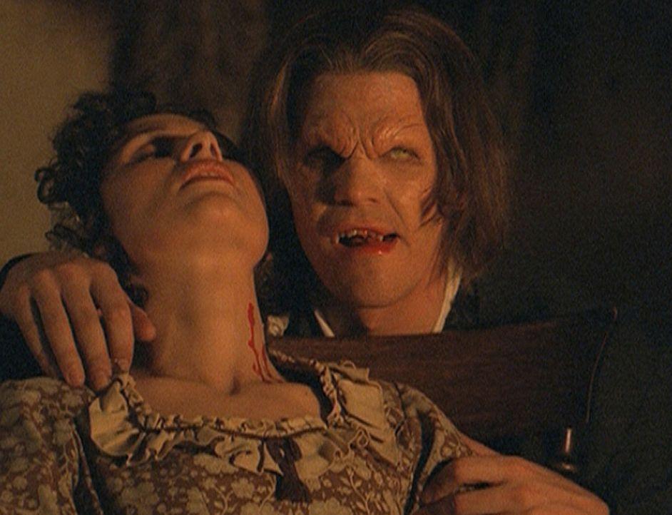 Vor Jahrhunderten tötete Angel (David Boreanaz, r.), der Vampir alias Angelus, Caroline Holtz (Bronwen Bonner-Davies, l.). - Bildquelle: 20th Century Fox. All Rights Reserved.