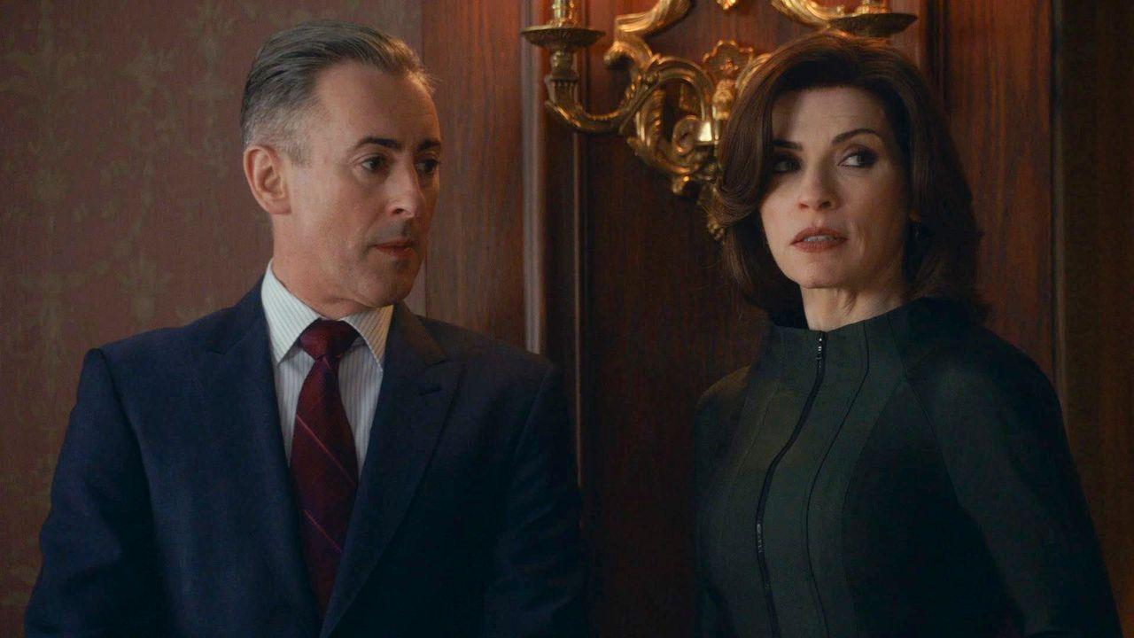 Eli (Alan Cumming, l.) und Alicia (Julianna Margulies, r.) treffen eine Entscheidung, die große Probleme verursachen könnte ... - Bildquelle: 2014 CBS Broadcasting, Inc. All Rights Reserved
