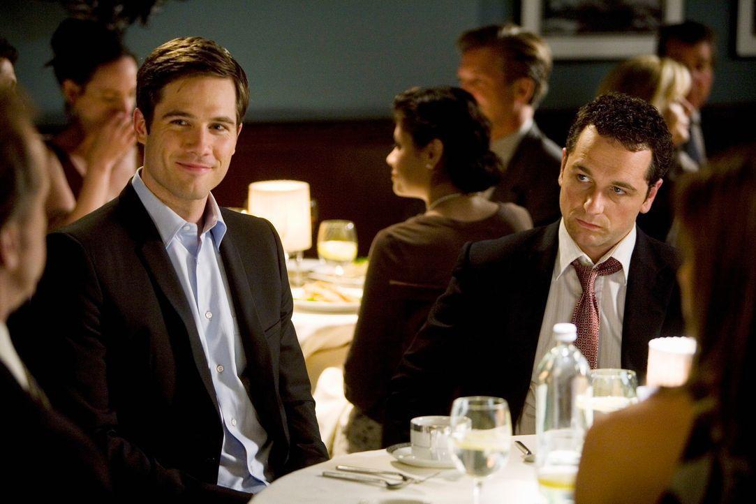 Scottys (Luke MacFarlane, l.) Eltern waren schon immer gegen ihre Beziehung. Kann Kevin (Matthew Rhys, r.) sie eines besseren belehren? - Bildquelle: 2008 ABC INC.