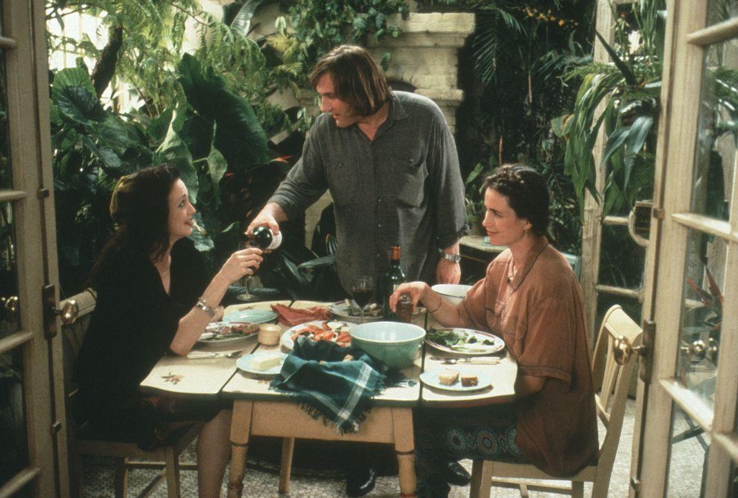George (Gérard Depardieu, M.) und Bronte (Andie MacDowell, r.) sind gezwungen, nicht nur eine Wohnung miteinander zu teilen, sondern müssen sich auc... - Bildquelle: Warner Bros.
