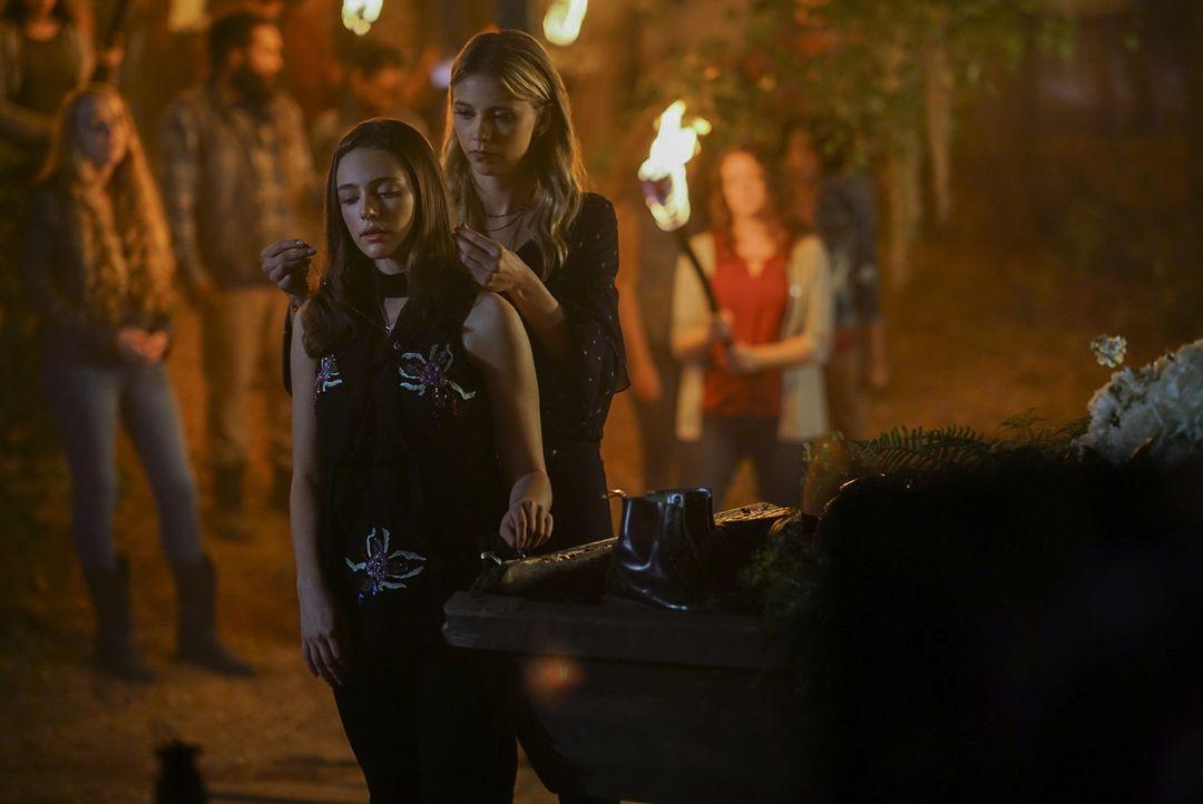 Hope (Danielle Rose Russell, l.); Freya (Riley Voelkel, r.) - Bildquelle: Warner Bros.