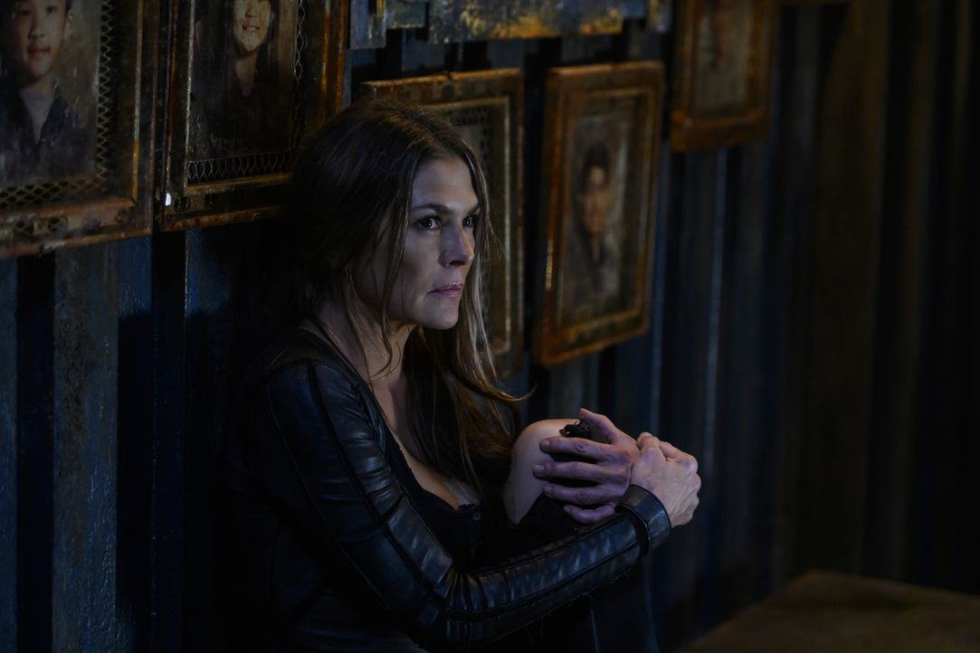 Dr. Abigail Griffin (Paige Turco) - Bildquelle: Diyah Pera 2019 The CW Network, LLC. All rights reserved / Diyah Pera