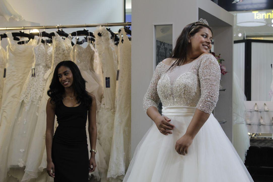 Braut Jenny liebt es, Brautkleider anzuprobieren und zieht mit ihrer ermüdet... - Bildquelle: TLC & Discovery Communications