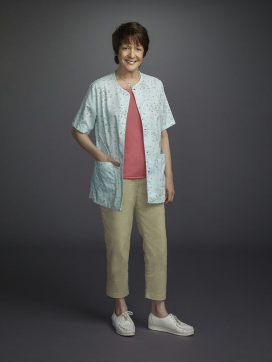 (1. Staffel) - Großmutter Alba (Ivonne Coll) hat zwei wichtige Dinge für ihre Enkeltochter Jane bereit: Telenovelas sind die beste Unterhaltung, und... - Bildquelle: 2014 The CW Network, LLC. All rights reserved.