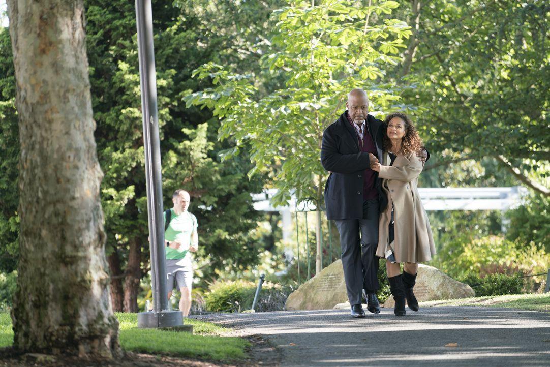 Dr. Richard Webber (James Pickesn Jr., l.); Dr. Catherine Avery (Debbie Allen, r.) - Bildquelle: Derek Johnson ABC Studios / Derek Johnson
