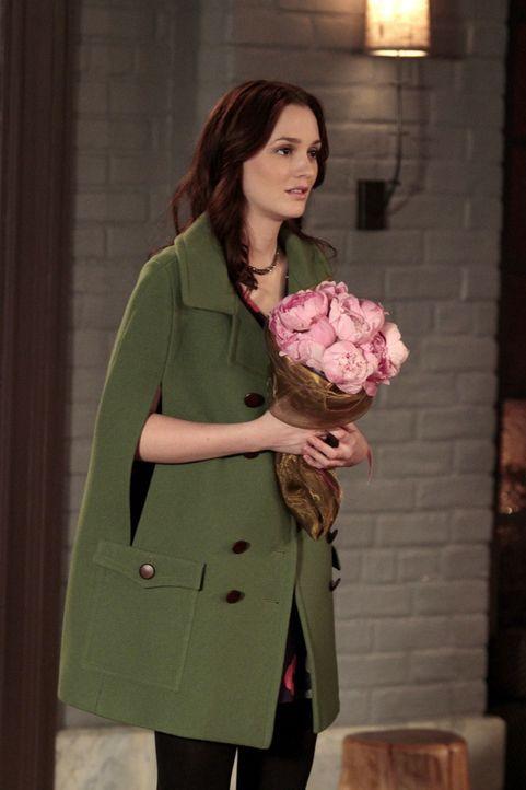 Sie (Leighton Meester) war zwar zu spät auf dem Empire State Building, hat dort aber Chucks Blumenstrauß gefunden und ist sofort zu ihm gefahren ... - Bildquelle: Warner Bros. Television