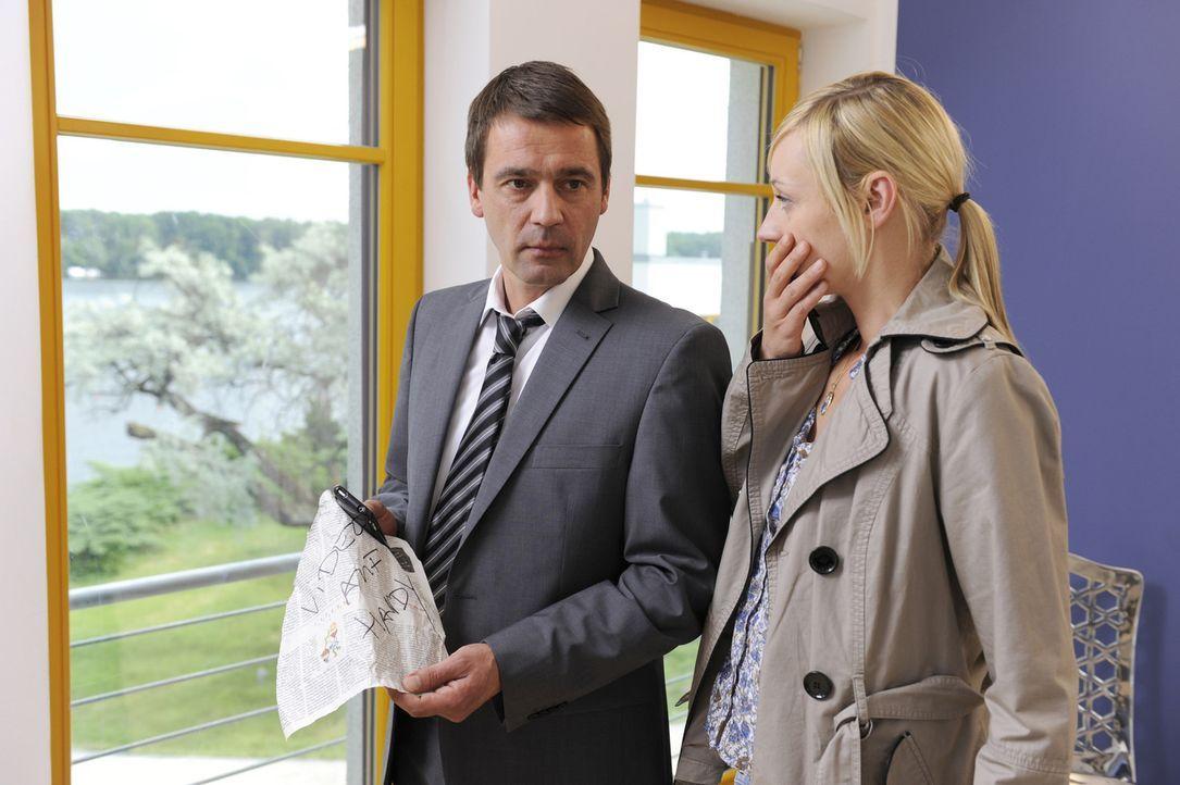 Machen sich Sorgen um Ben: Stefan (Ulrich Drewes, l.) und Karin (Barbara Sotelsek, r.) ... - Bildquelle: SAT.1
