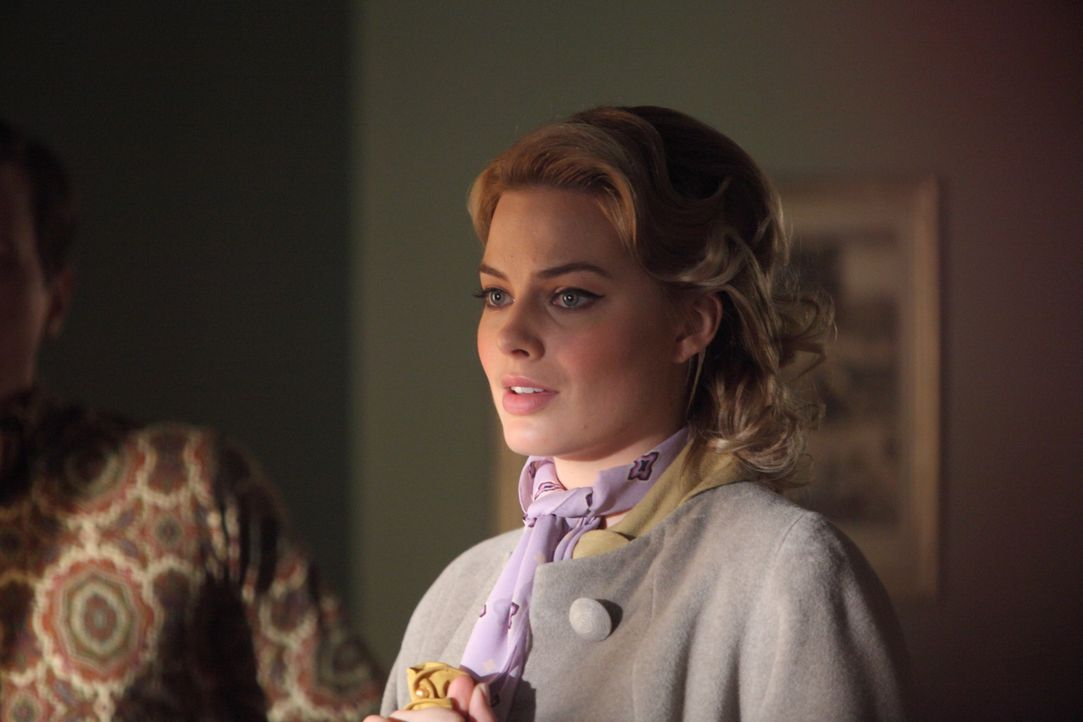 Die Tatsache, dass der Fotograf nicht Vertrauenswürdig ist, ändert Einiges in Lauras (Margot Robbie) Leben ... - Bildquelle: 2011 Sony Pictures Television Inc.  All Rights Reserved.