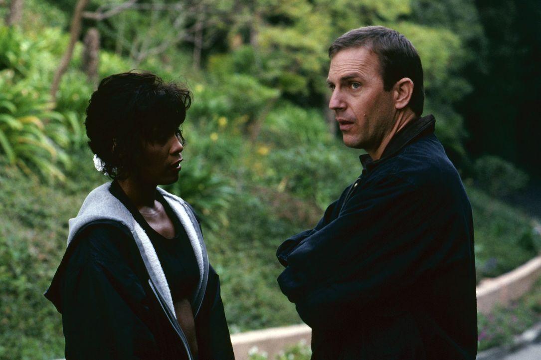 Langsam kommen sich die eigensinnige Rachel Marron (Whitney Houston, l.) und ihr Bodyguard Frank Farmer (Kevin Costner, r.) näher ... - Bildquelle: Warner Bros.