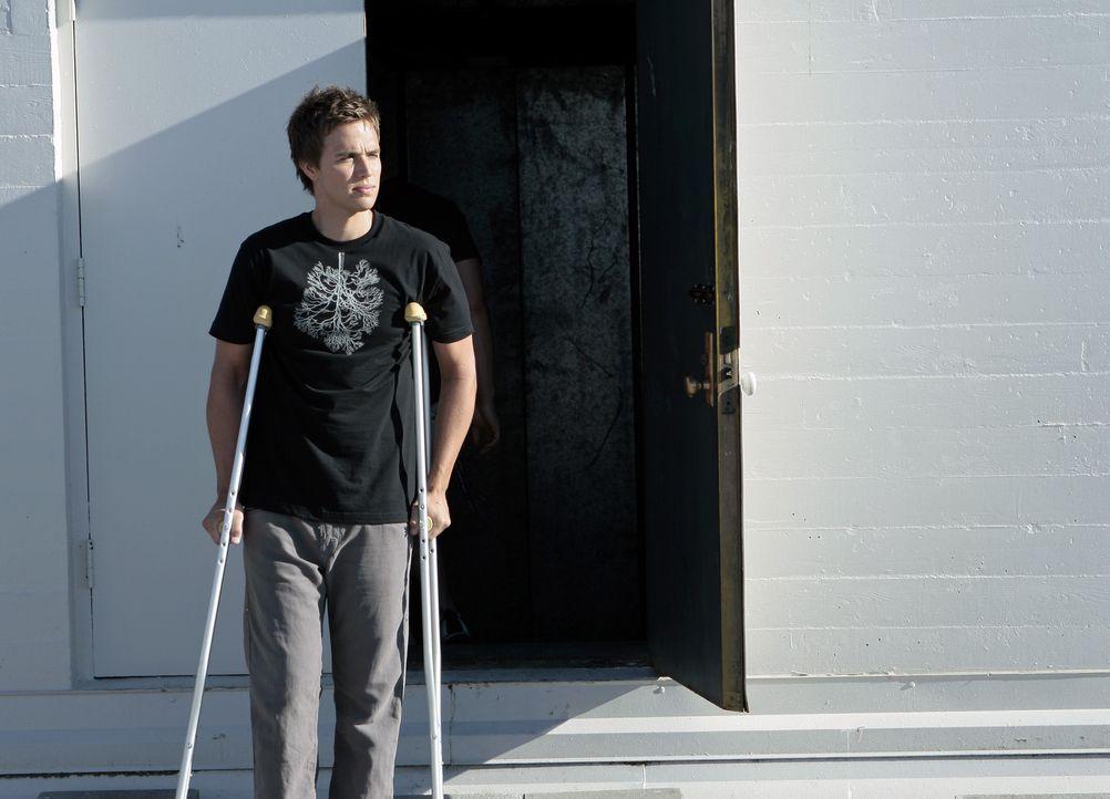 Als Declan (Chris Olivero) erfährt, dass Jessie vom Dach springen will, macht er sich sofort auf den Weg ... - Bildquelle: TOUCHSTONE TELEVISION