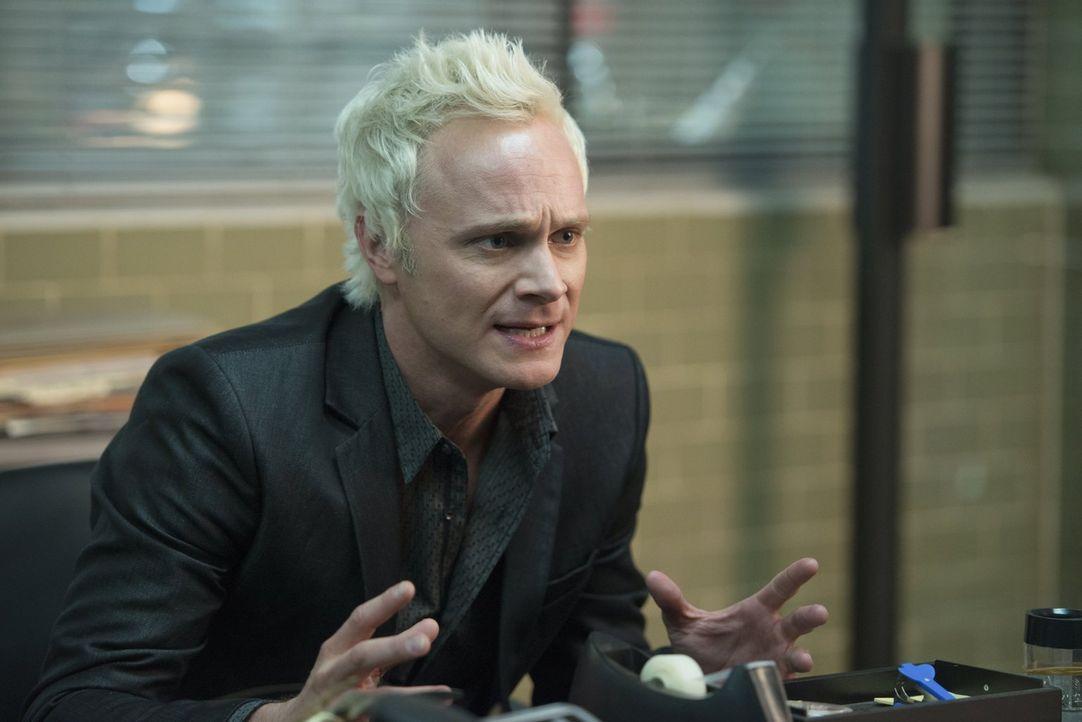 Während Blaine (David Anders) mit seinem Gedächtnisverlust zu kämpfen hat, bekommt das FBI einen entscheidenden Hinweis auf den Chaos-Killer ... - Bildquelle: 2014 Warner Brothers