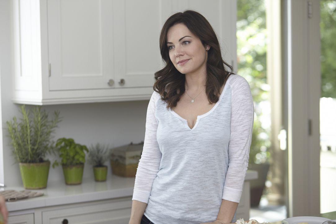 Alex (Erica Durance) hat immer noch mit der Trennung von Charlie zu kämpfen, doch ein Hilferuf reist sie aus der Trance ... - Bildquelle: 2013  Hope Zee Two Inc.