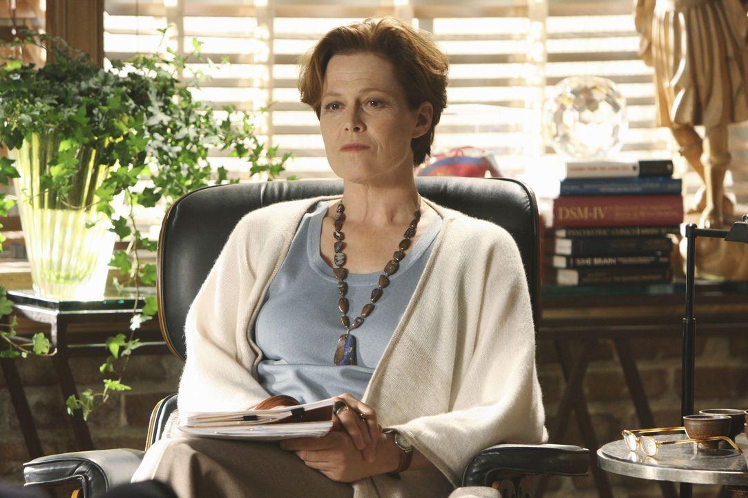 Nimmt sich Eli und seinen Problemen an: Therapeutin (Sigourney Weaver) ... - Bildquelle: Disney - ABC International Television