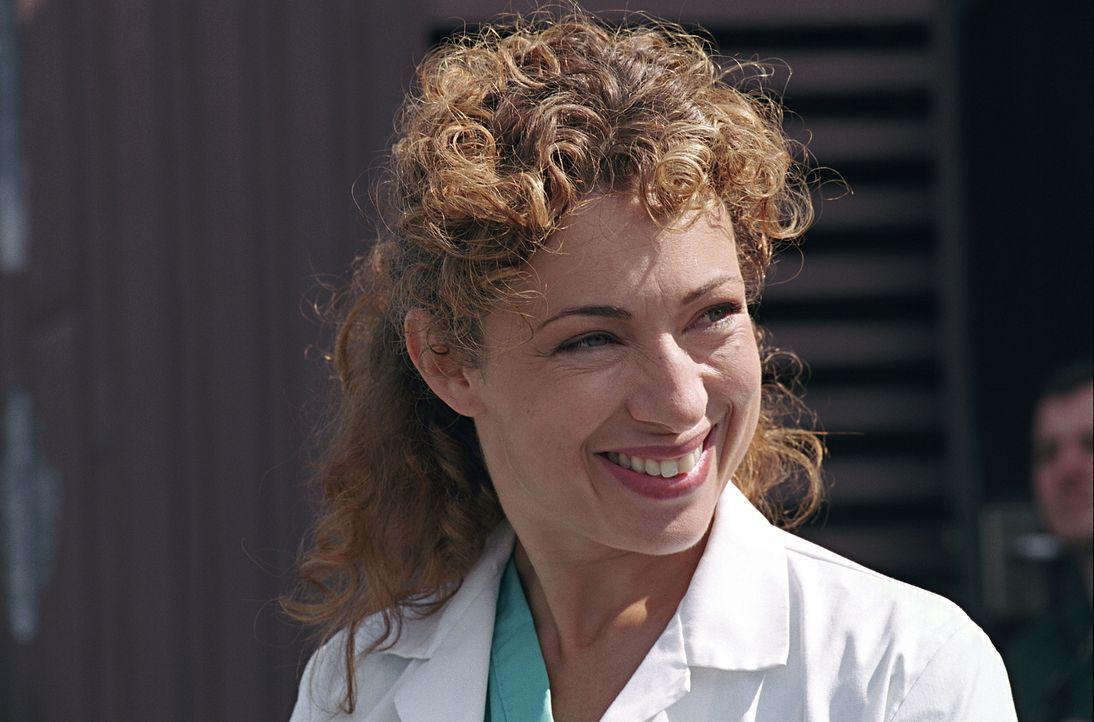 Nach dem Tod ihres Mannes verlässt Dr. Corday (Alex Kingston) Chicago und zieht zu ihrer Familie nach London. Doch am Krankenhaus ihres Vaters kann... - Bildquelle: TM+  2000 WARNER BROS.