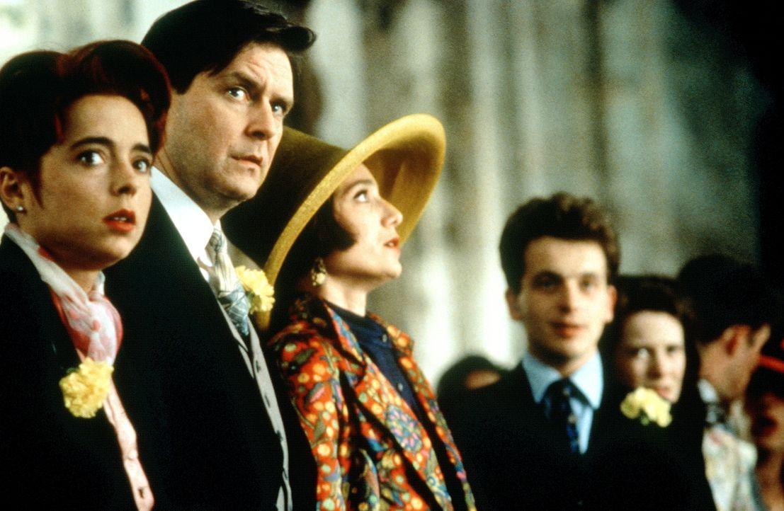 Die vierte Hochzeit: Im letzten Moment bringt David (David Bower, r.) seinen Bruder dazu, auf seine Gefühle zu hören. Verwundert verfolgen die Freun... - Bildquelle: Gramercy Pictures