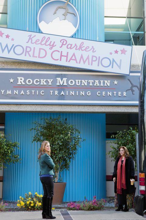 Kim Keeler (Peri Gilpin, l.) und Sheila Baboyon (Kathy Najimy, r.) hoffen beide auf einen Platz bei der WM für ihre Töchter - doch nur eine kann g... - Bildquelle: 2010 Disney Enterprises, Inc. All rights reserved.