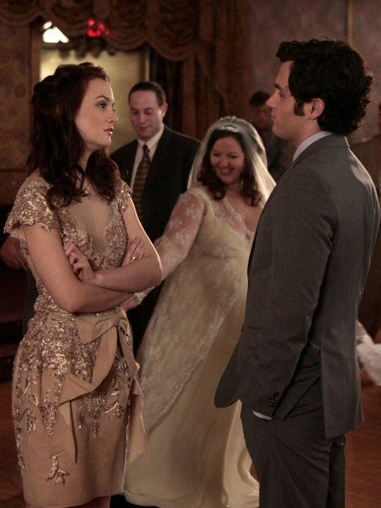 """""""Ich bin auf jeden Fall der Meinung, du verdienst einen Freund, der dich glücklich macht"""", meint Dan (Penn Badgley, r.) zu Blair (Leighton Meester,... - Bildquelle: Warner Brothers"""