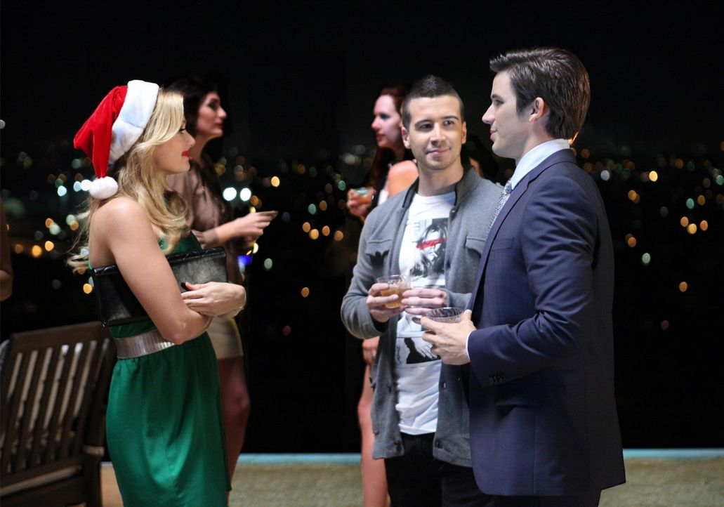 Während einer Party, auf der sich auch Vinny Guadagnino (Vinny Guadagnino, M.) amüsiert,trifft Liam (Matt Lanter, r.) auf Bree (Cameron Goodman, l... - Bildquelle: 2011 The CW Network. All Rights Reserved.