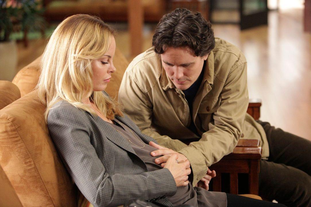 Stehen vor einen schwierigen Entscheidung: Val (Chandra West, l.) und Gary (Gabriel Olds, r.) ... - Bildquelle: ABC Studios