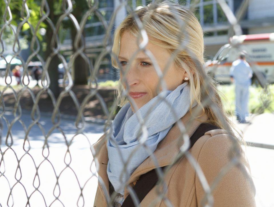 Die erste 24-Stunden-Schicht verläuft für Emily (Mamie Gummer) zunächst nicht besonders gut. Weil sie sich nämlich bei den Krankenschwestern nicht s... - Bildquelle: 2012 The CW Network, LLC. All rights reserved.