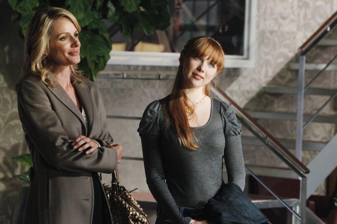 Freuen sich auf einen Frauentag: Gina (Monet Mazur, l.) und ihre Tochter Alexis (Molly C. Quinn, r.) - Bildquelle: 2010 American Broadcasting Companies, Inc. All rights reserved.
