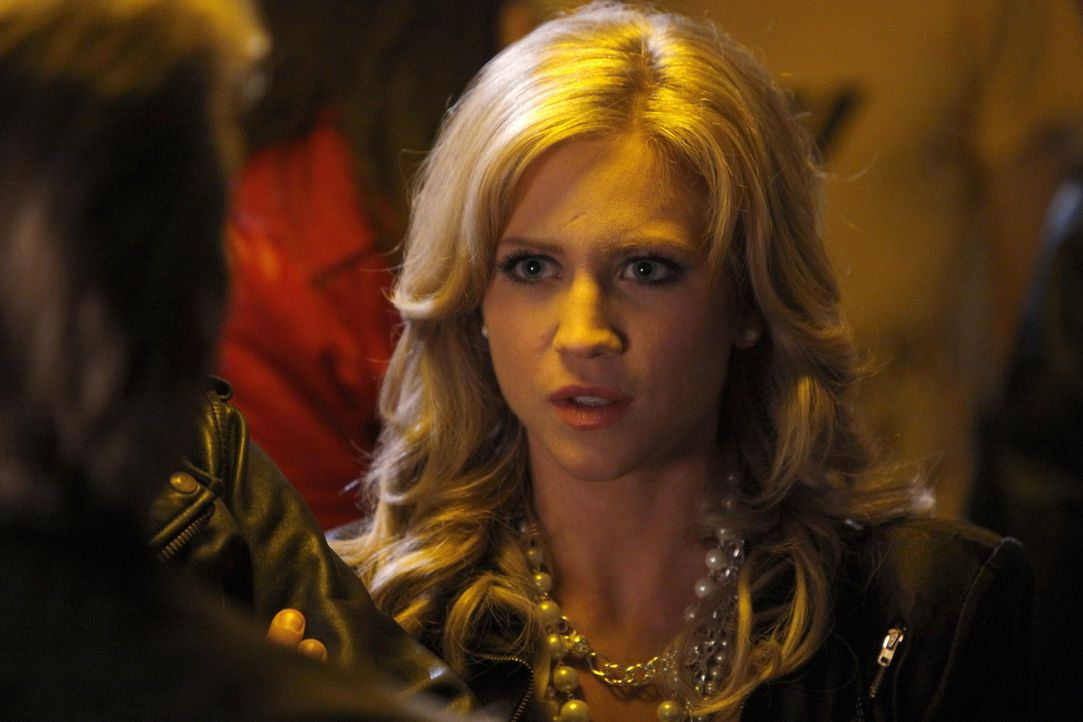 Rückblick: Lily (Brittany Snow) ist total geschockt, als sie den Freund ihrer Schwester kennen lernt ... - Bildquelle: Warner Brothers