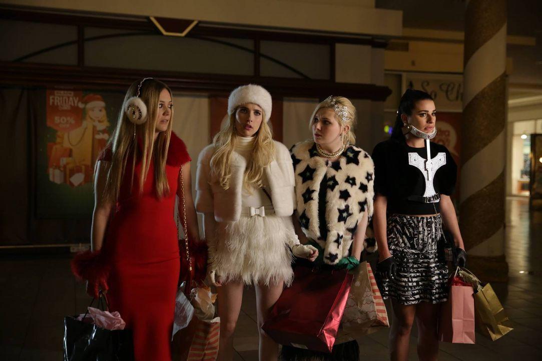 Fassen einen Plan, als sie glauben sich sicher zu sein, wer der Killer ist: (v.l.n.r.) Chanel #3 (Billie Lourd), Chanel (Emma Roberts), Chanel #5 (A... - Bildquelle: 2015 Fox and its related entities.  All rights reserved.