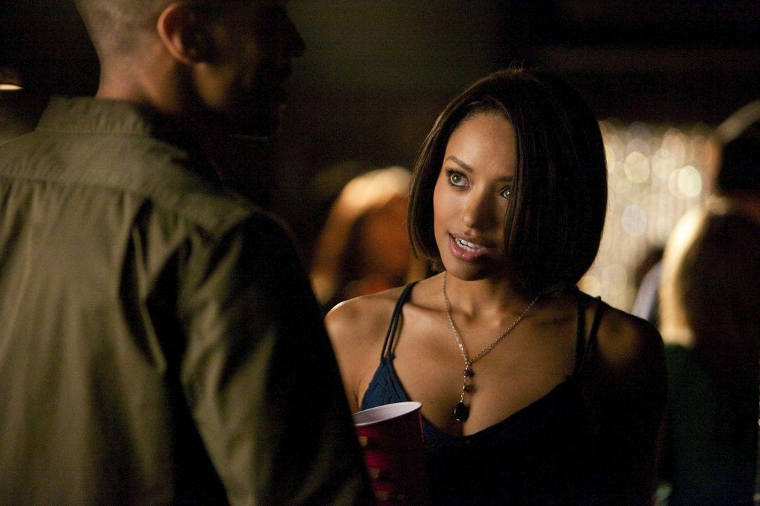 Bonnie (Kat Graham) versucht verzweifelt damit klarzukommen, der Anker zwischen Leben und Tod zu sein ... - Bildquelle: Warner Brothers