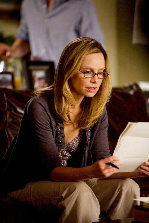 Äußerst seltsam: Das Empfehlungsschreiben, das Sarah für Kitty (Calista Flockhart) schreiben soll, klingt so gar nicht nach ihr ... - Bildquelle: 2008 ABC INC.