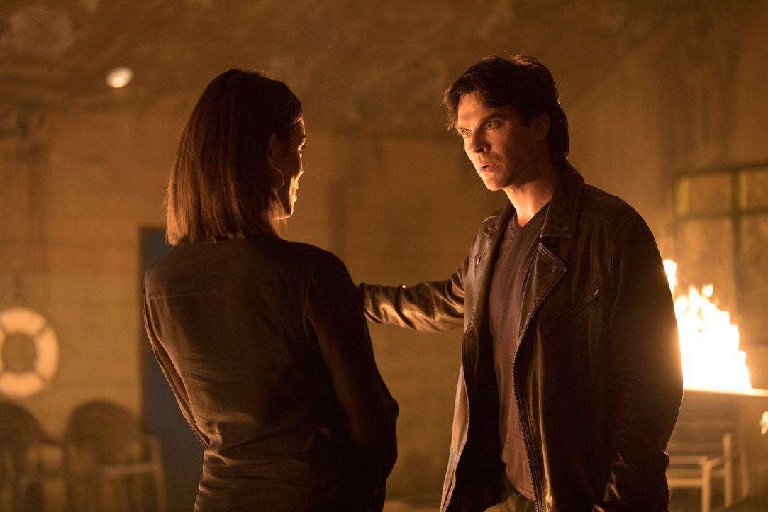 Wie weit würde Damon (Ian Somerhalder, r.) für Sybil (Nathalie Kelley, l.) wirklich gehen? - Bildquelle: Warner Bros. Entertainment, Inc.