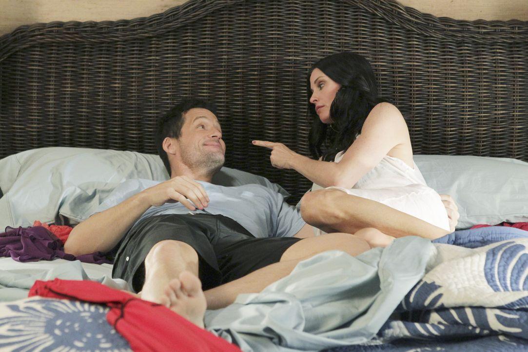 Sind sich nicht ganz einig, was die Familienplanung betrifft: Grayson (Josh Hopkins, l.) und Jules (Courteney Cox, r.) ... - Bildquelle: 2010 ABC INC.