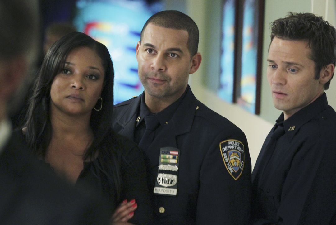 Wird sich der Zustand von Kate Beckett verbessern? Lanie Parish (Tamala Jones, l.), Javier Esposito (Jon Huertas, M.) und Kevin Ryan (Seamus Dever,... - Bildquelle: 2011 American Broadcasting Companies, Inc. All rights reserved.