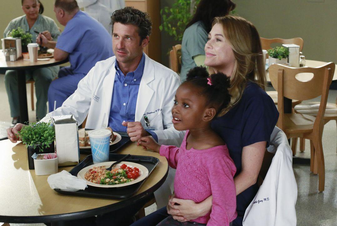 Eigentlich ist Meredith (Ellen Pompeo, r.) sauer auf Maggie, lässt es aber an Zola (Jela K. Moore, M.) und Derek (Patrick Dempsey, l.) aus ... - Bildquelle: ABC Studios