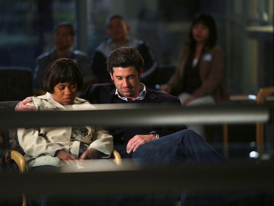 Derek (Patrick Dempsey, r.) versucht Bailey (Chandra Wilson, l.) mit einem Geständnis aus seiner Schulzeit aufzuheitern ... - Bildquelle: Touchstone Television